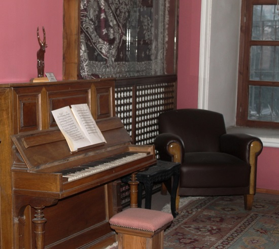 Çağdaş Türk Müziği Piyano Eserleri Basit ve Aksak Ölçüleri