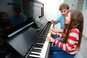 Piyano Dersi ve Kursları Nedir ve Hoca ile özel Eğitimin faydaları nedir?
