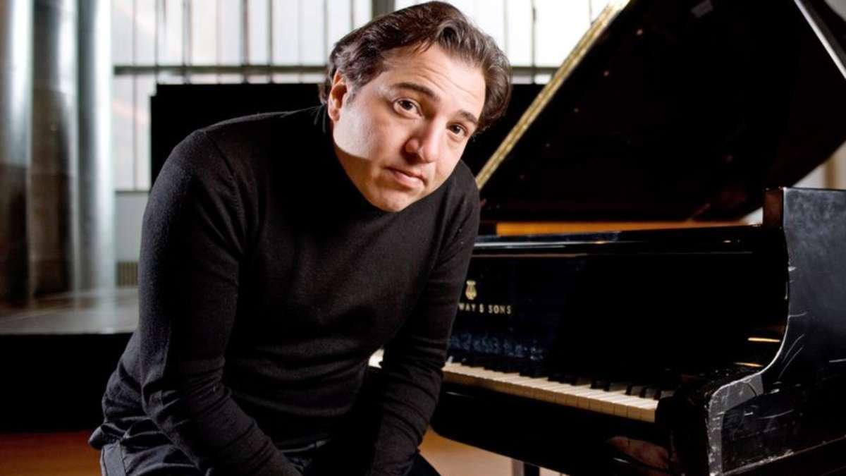 Piyanist FAZIL SAY Kimdir. Ünlü Türk Piyanistleri Yaşamı Özgeçmişi Bigi Piyano Konseri Görüntüsü Kuyruklu Akustik Piyano Albümü Beste 2