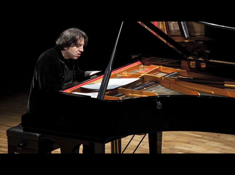Piyanist FAZIL SAY Kimdir. Ünlü Türk Piyanistleri Yaşamı Özgeçmişi Bigi Piyano Konseri Görüntüsü Kuyruklu Akustik Piyano Albümü Beste 4