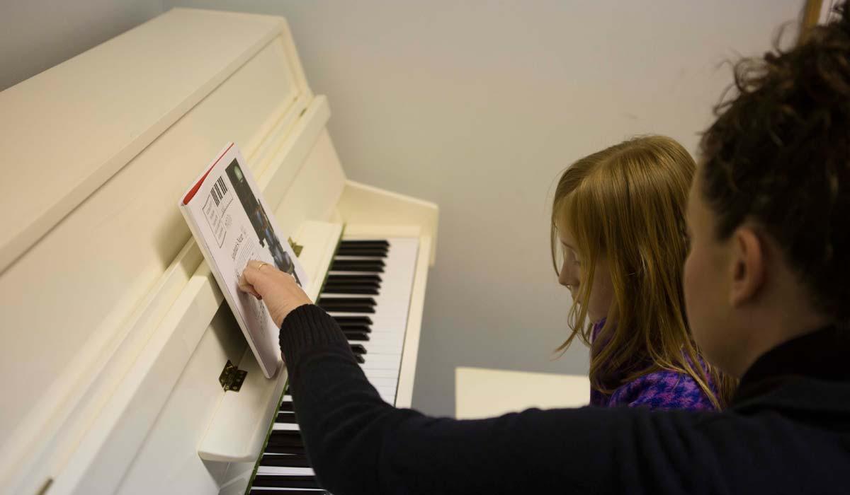 Piyano Kurslarının İçeriği Nedir? Piyano -Müzik Kursları Çocuklar Piyano Eğitimi Dersi Özel Okul Bilgisi Muhteşem Faydası