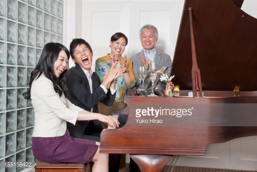 Piyano Ve Müzik Enstrümanı Aleti Öğrenmenin Yaşı Nedir Aile Çalan Çalma Çal Sözlük Bilgi Hayat Bilgi Aleti Çalgı