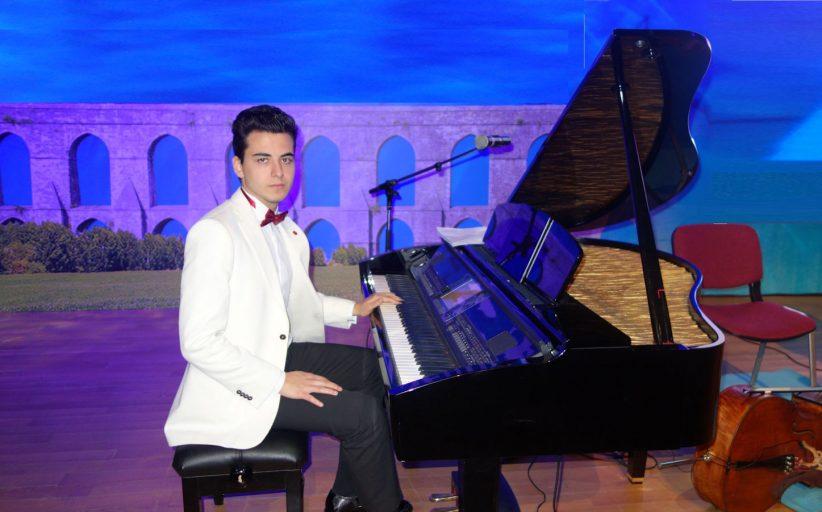 GÜNEŞ YAKARTEPE KİMDİR? İTÜ Türk Müziği Devlet Konservatuvarı Kompozisyon(Bestecilik) Bölümü Öğrencisi